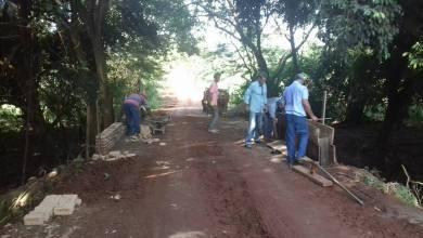 Foto de PREFEITA FABIANA BARCELOS ACOMPANHA RECUPERAÇÃO DAS ESTRADAS RURAIS.