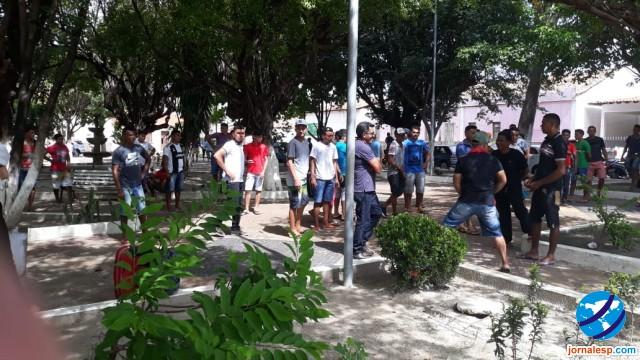 Quase 200 pessoas são enganadas em Esperantina com promessa de trabalho em São Paulo
