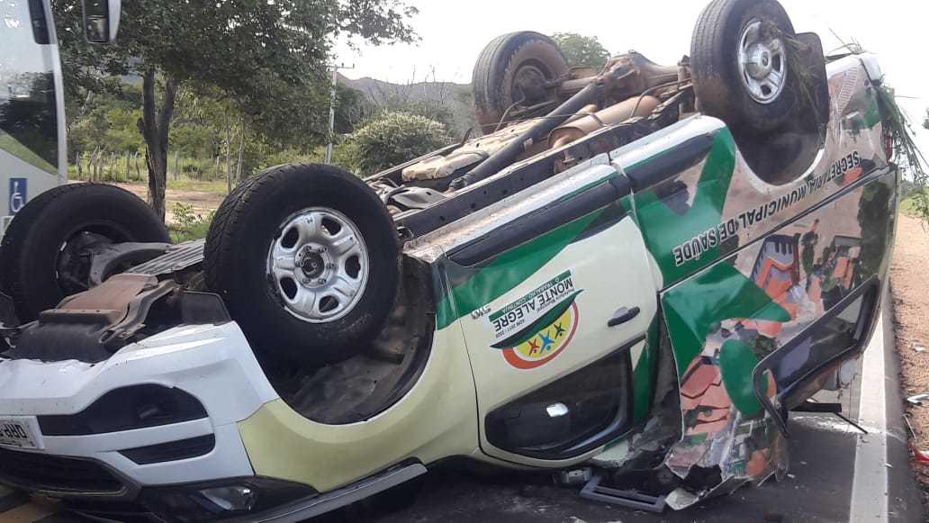 Ambulância capota e deixa cinco feridos na Rodovia da Morte