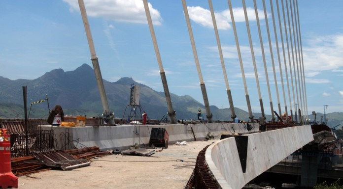 Construction on the Transcarioca BRT corridor bridge, Ponte Estaiada do Fundão, Rio de Janeiro, Brazil News