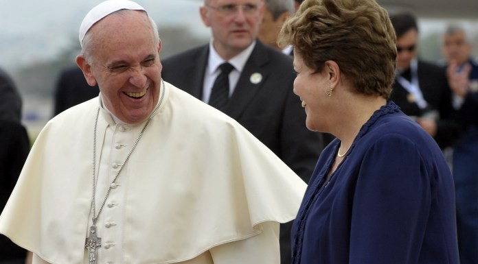 Pope Francis arrived at Galeão Air Base and is greeted by Brazilian President Dilma Rousseff, photo by Tomaz Silva/ABr.