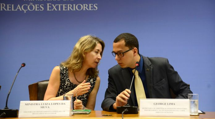 Minister Luiza Lopes da Silva and George Lima at the launch of the pamphlet about guardianship of Brazilian minors abroad,