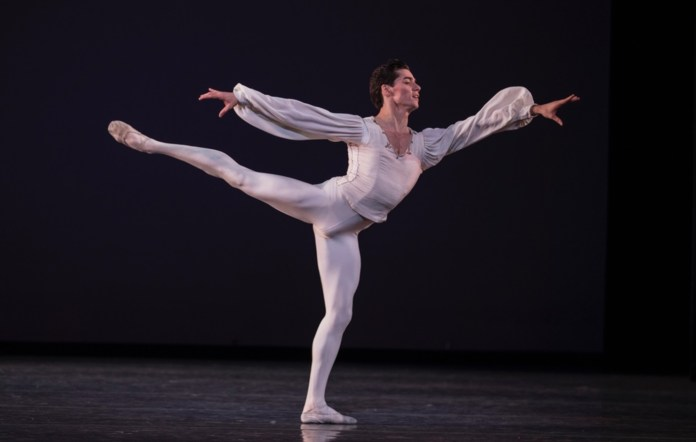 Young dancer Jovani Furlan (26) will be a soloist at New York Ballet. (Photo internet reproduction)