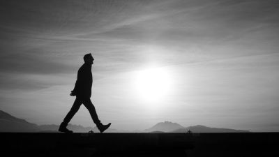 HOW TAKING A 20-MINUTE WALK EVERY DAY TRANSFORMED MY APPROACH TO WORK