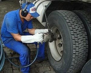 Borracheiro,Auxiliar de Limpeza - R$ 1.239,00 -Orientar as tarefas dos auxiliares de manutenção - Rio de Janeiro