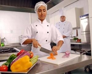 Atendente,Saladeiro - R$ 1.310,47 - Atuará na preparação de saladas e sanduíches - Rio de Janeiro