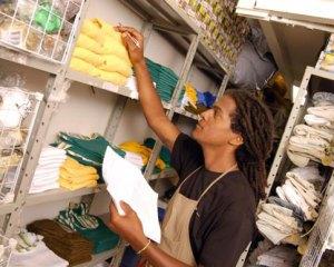 Auxiliar de Almoxarifado, Instalador Insulfilm - R$ 1.315,86 - Efetuar o controle do estoque de materiais de consumo e de aplicação - Rio de Janeiro