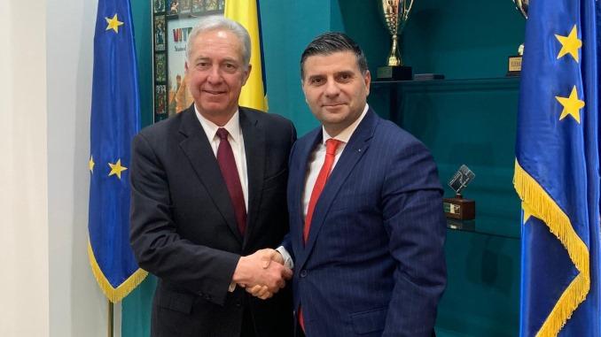 Întrevedere între Ministrul Alexandru Petrescu şi Ambasadorul SUA Hans Klemm