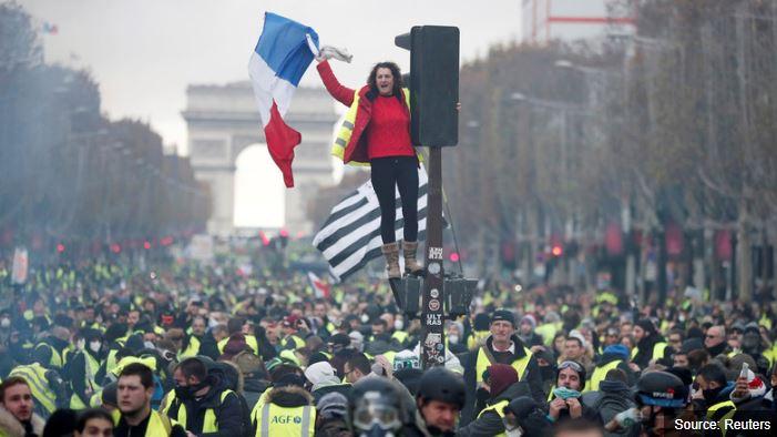 Entre Macron et les Gilets jaunes, un combat à mort est engagé