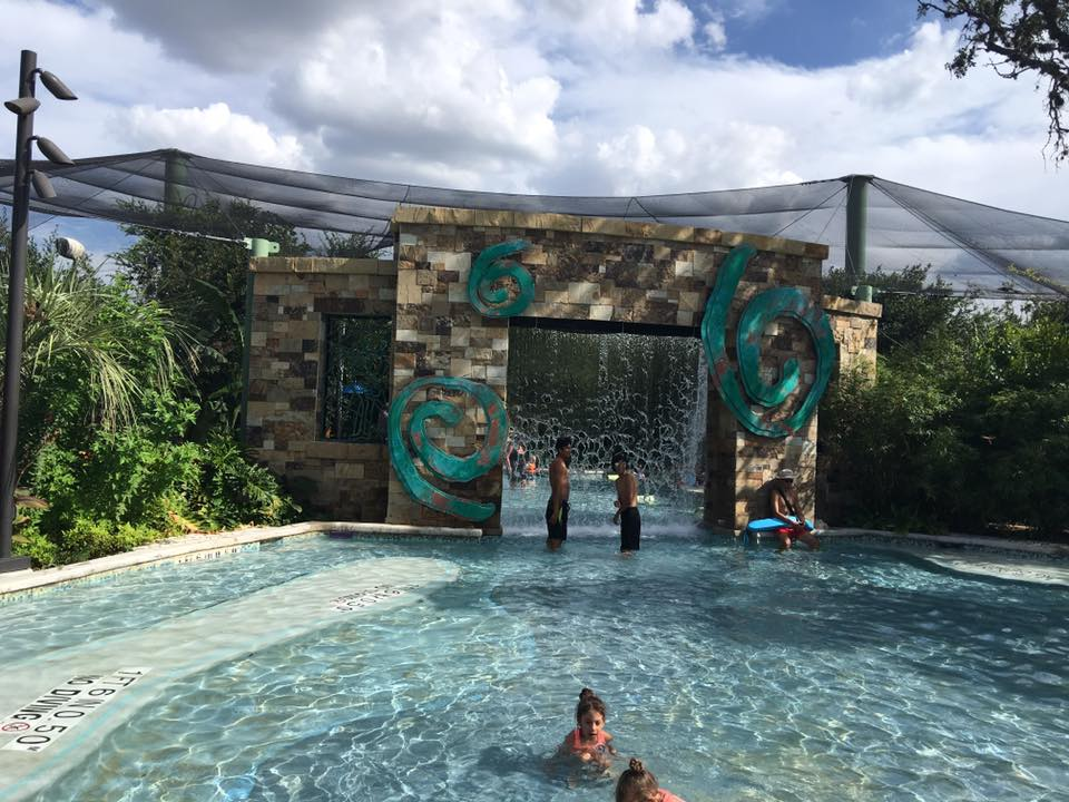 Are you looking for ideas for family travel, weekend fun or tips on how and where to travel with kids? Check out this post on Aquatica San Antonio|Ripped Jeans and Bifocals