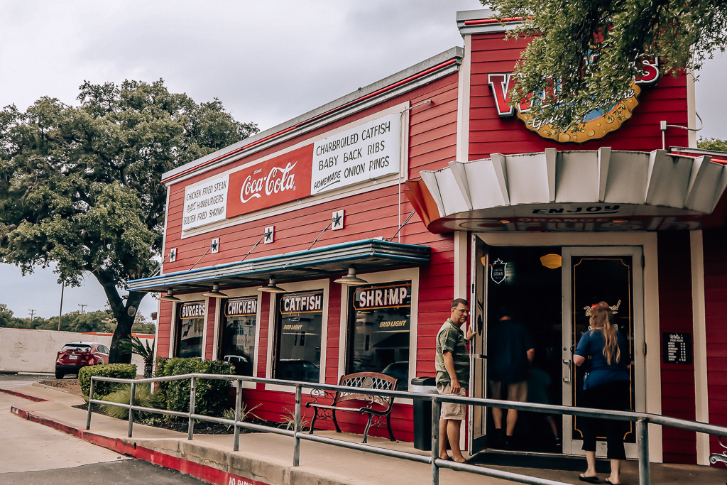 Willie's Grill and Icehouse in San Antonio and Houston