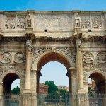 Arcul lui Constantin cu cele opt statui colosale de daci