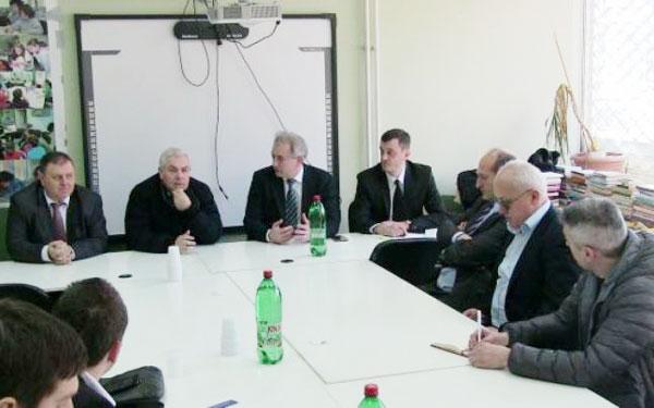Ministrul Angel Tîlvăr s-a întâlnit cu românii din Timoc Foto: adevarul.ro