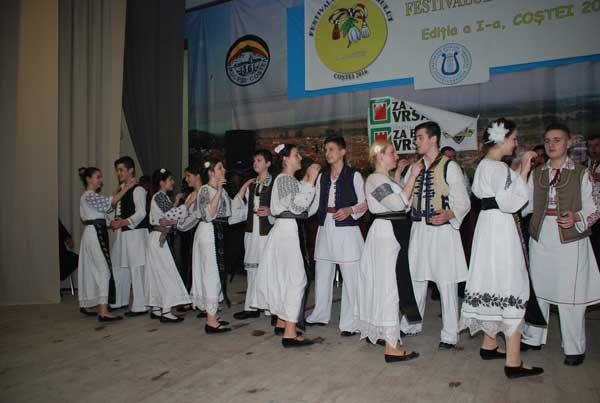 Formația folclorică din Voivodinț