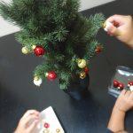 子供と飾り付け IKEA イケア 小さい クリスマスツリー