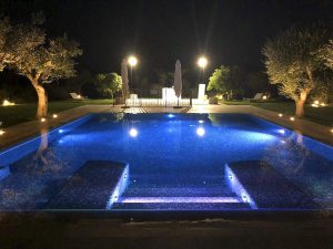 Vancouver home - Mosaic POOL tile by Ezarri - Rise Outdoor