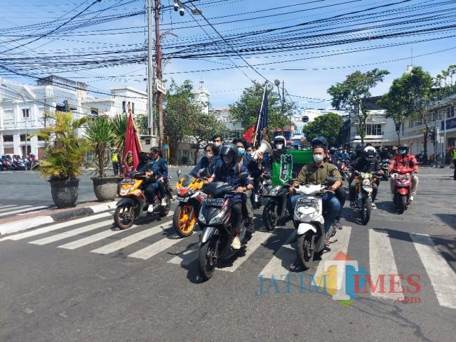 Suasana massa aksi dari Aliansi Malang Bergerak.