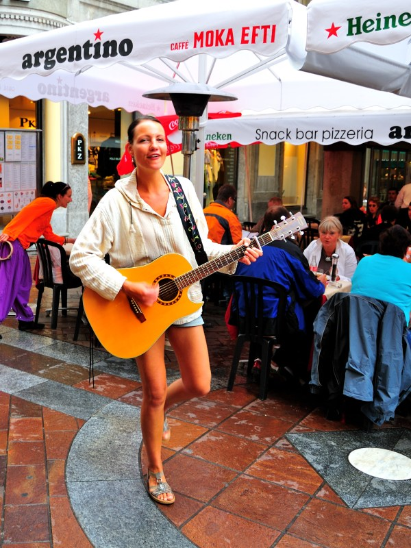 Leggy busker on the streets of Lugano