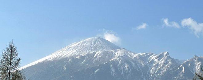 残雪の岩手山