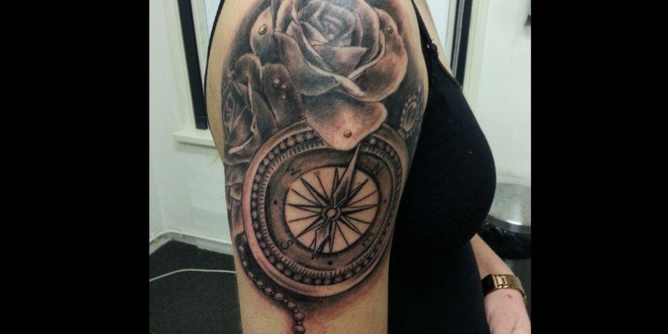 rosestattoo_rosetattoo_girltattoo_sleevetattoo_nijmegen_therisingbastards_tattooshopnijmegen_risingbastards