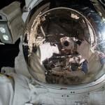 自撮り中の宇宙飛行士