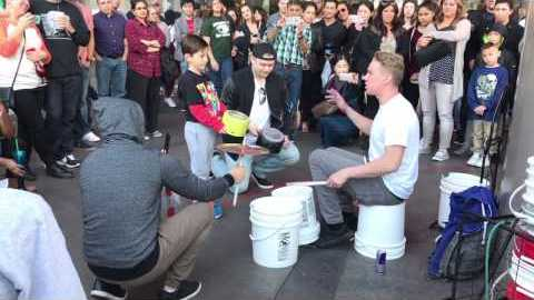 This Vegas Street Performer Can Work The Buckets