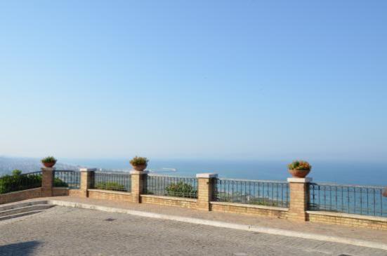 Terrazza di piazza Lattanzi - Marche tra mare e cultura