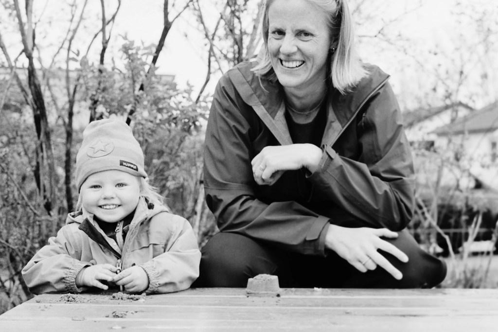 Porträtt Bettan och Louise, fotograferad med analog filmkamera Canon F1