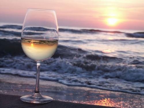 vino-azzurro-mare