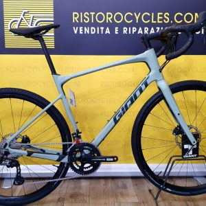 GIANT REVOLT ADVANCED gravel in pronta consegna. Ristorocycles Giant store Pinerolo, Torino