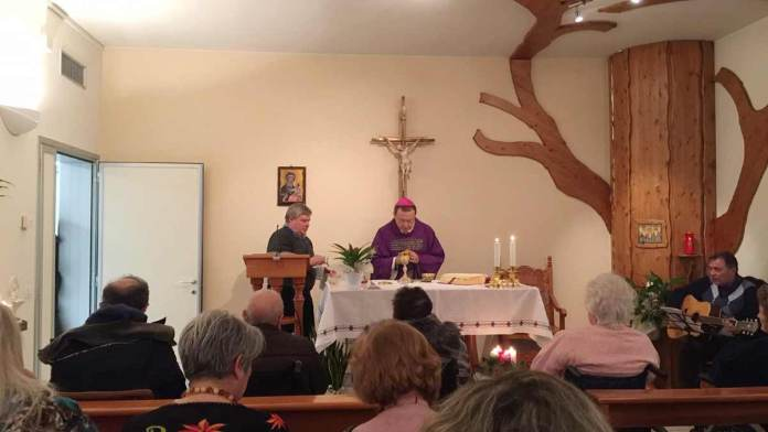 La celebrazione nella cappella di Villa Adalgisa
