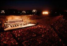 1990, Muti dirige il concerto inaugurale della prima edizione del Ravenna Festival alla Rocca Brancaleone