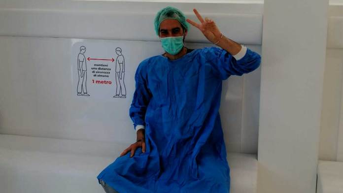 Un operatore sanitario della Clinica