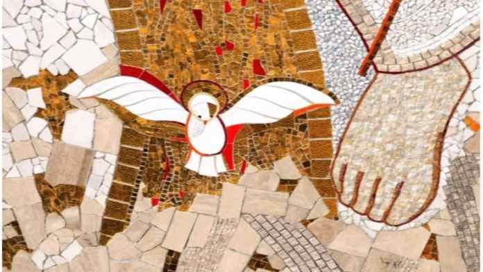 La colomba dello Spirito Santo, particolare del mosaico di Rupnik