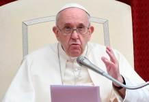 Il Papa durante un'udienza