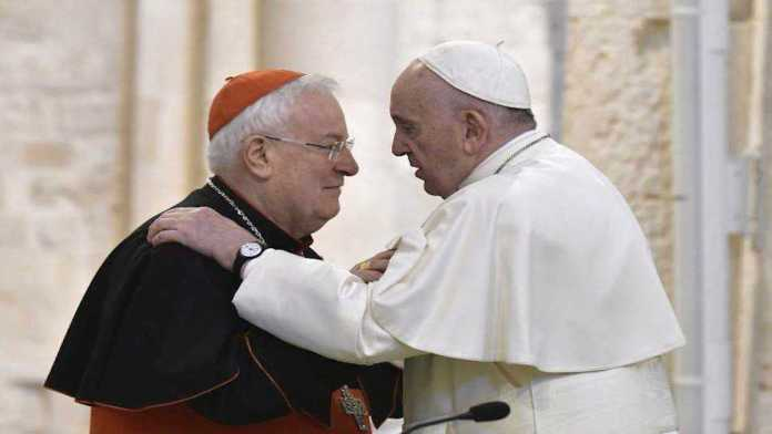 Il Cardinale Gualtiero Bassetti con Papa Francesco