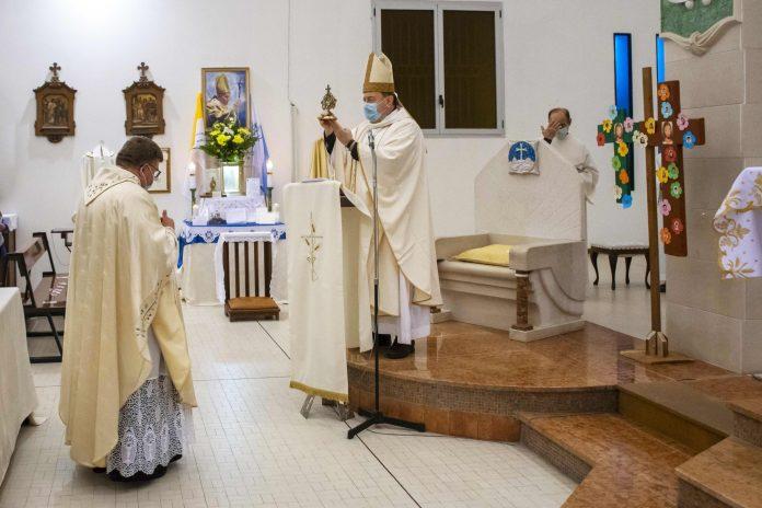 Un momento della Santa Messa a Casalborsetti