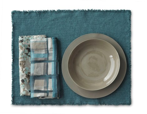 FW19-20-SOCIETY-LIMONTA-BOTTLE-MAYA-PLACEMAT---NAP-LEAF-NAP-CROSS-NAPKINS-ONDA-CERAMICS