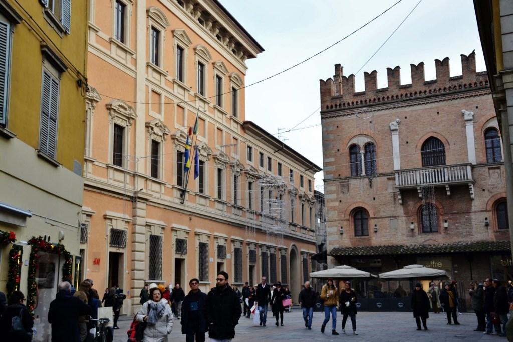 Reggio emilia in un giorno ritagli di viaggio for Negozi arredamento reggio emilia