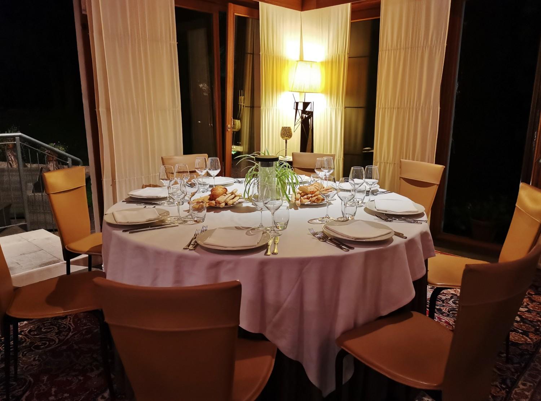 La sala del ristorante dell'Eurohotel di Maniago