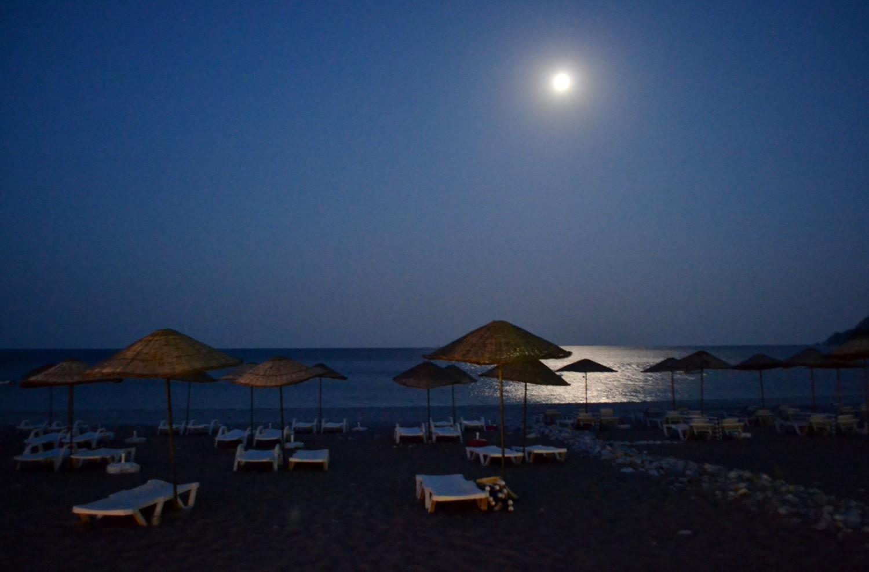 spiaggia di olympos al chiaro di luna