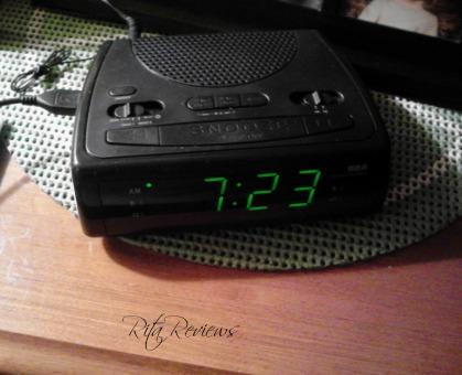RCA  Clock Radio with USB Charging Port