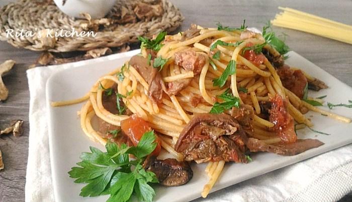 spaghetti con porcini secchi e tonno