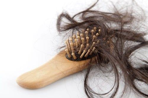 alisamento causar queda de cabelo