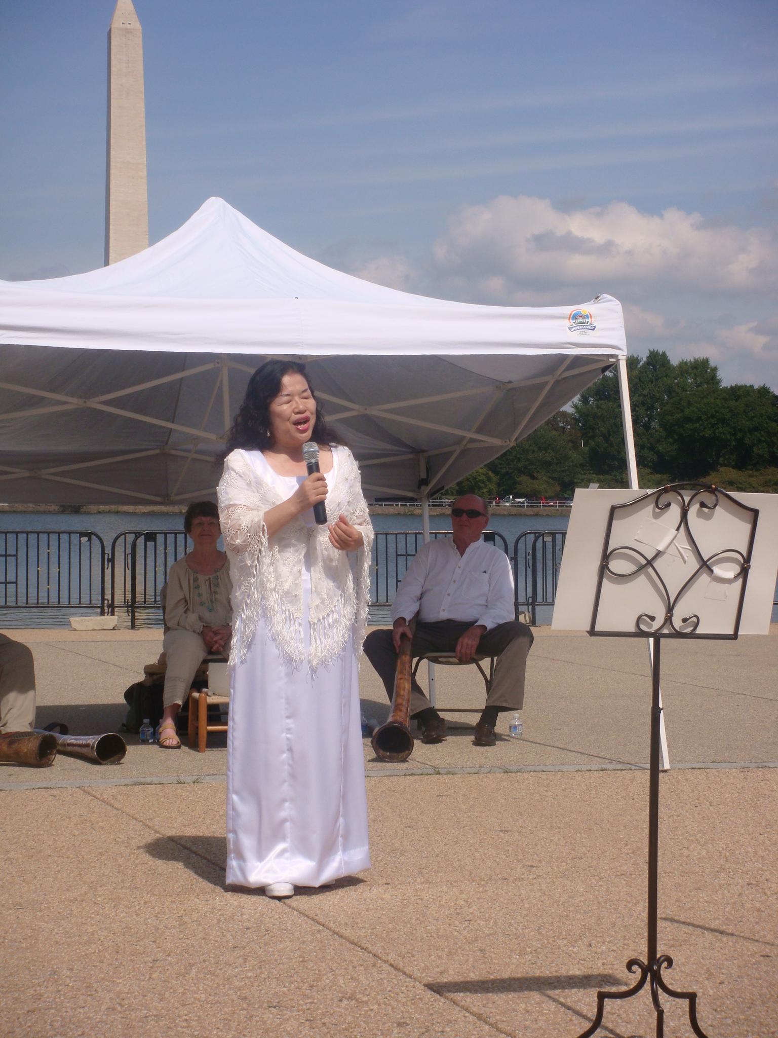 japenese lady singing