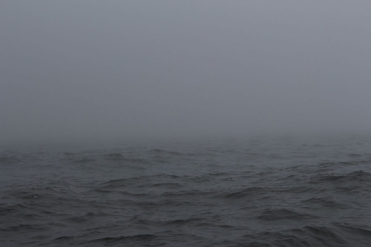 dicker Nebel auf dem Wasser