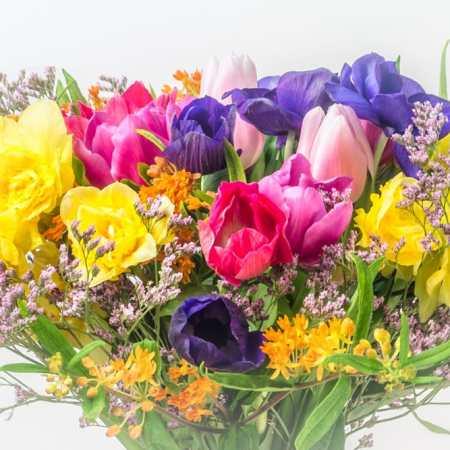 Ryški lauko gėlių puokštė (iš arti)