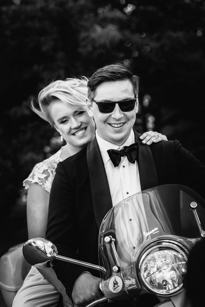 Rūta ir Gustavas ant motociklo