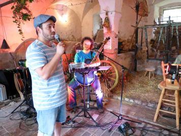 Grillabend mit Modenschau und Livemusik mit Ralf Dietsch im Rittergut Kleingera