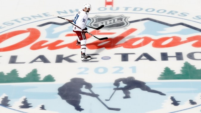 NHL Outdoors ที่ Lake Tahoe: คู่มือสำหรับ Golden Knights vs. Avalanche, Flyers vs. Bruins